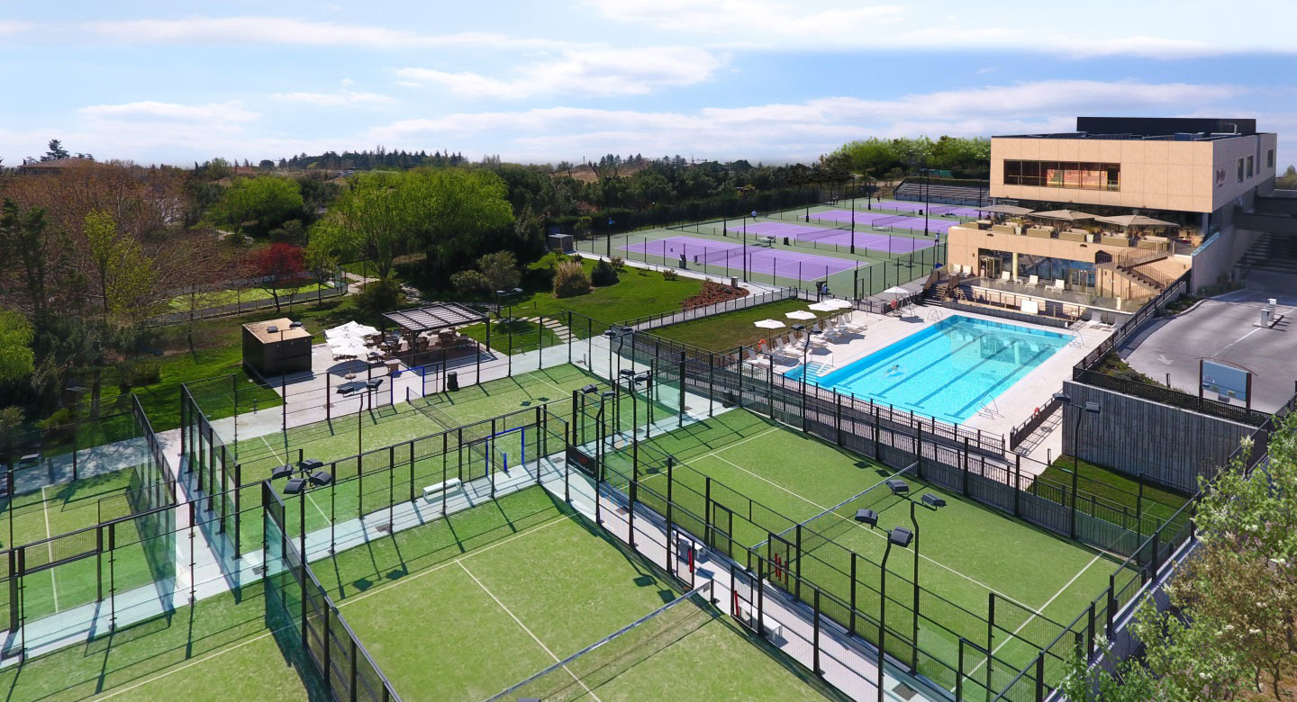 Image of David Lloyd Aravaca from above, including Padel courts and outdoor pool