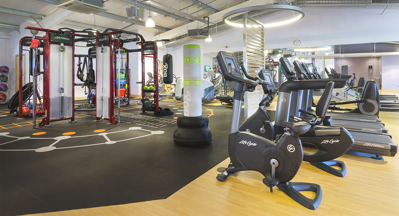 Gym facilities in woking personal training david lloyd for Gimnasio fitness club