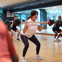 Image of lady squatting in bodypump class